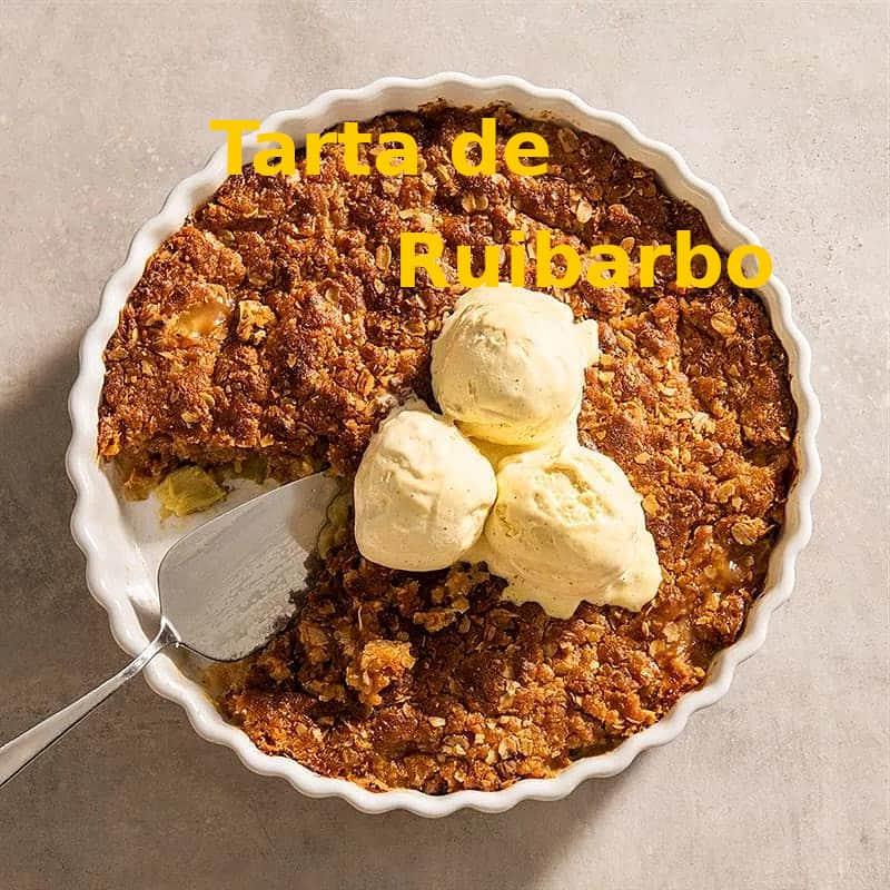 pastel-de-ruibarbo-con-helado-de-vainilla