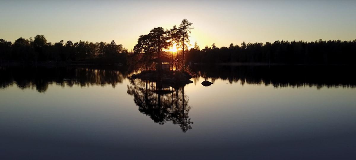 atardecer-sobre-lago-en-ramoa-adventure-village